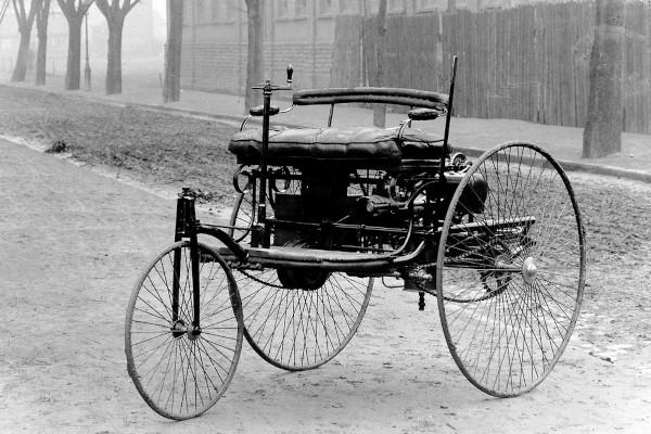 Prima automobile nella storia